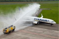aankomst van de eerste Ryaniar-vlucht op Eelde vanuit Milaan